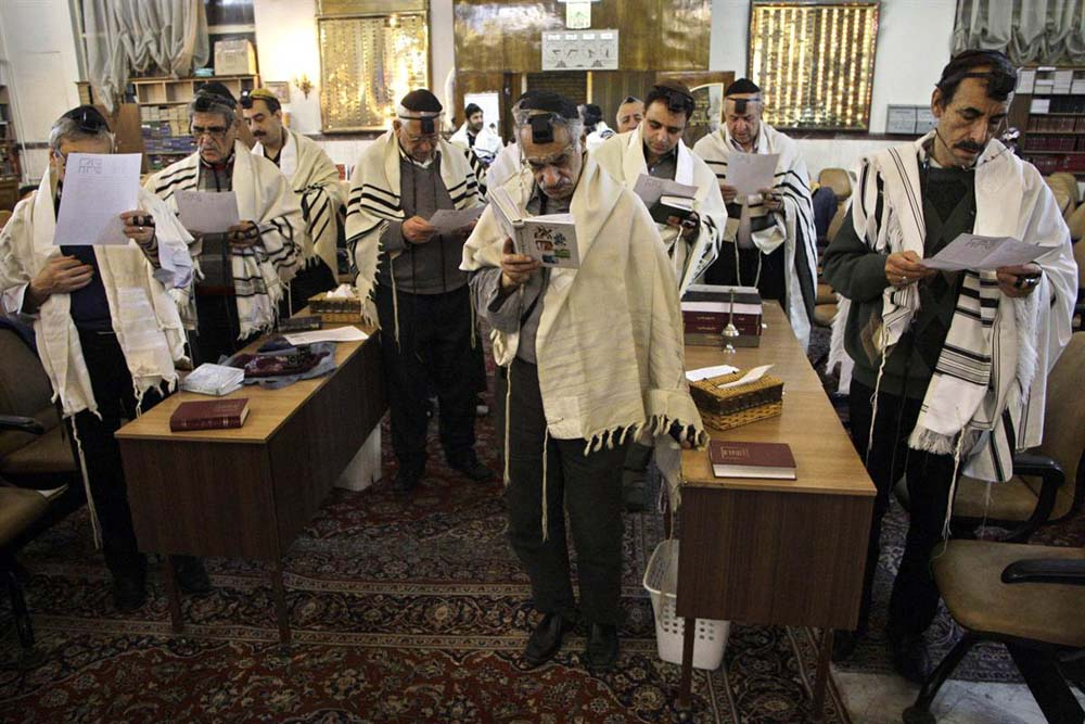 Tehran_Jewish_Synagogue_Hanukkah.jpg